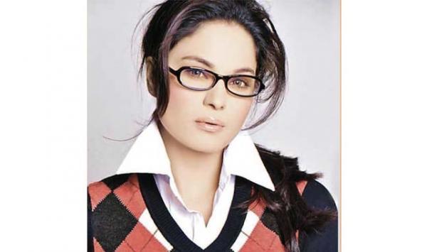 Vina Malik Talks On Social Media