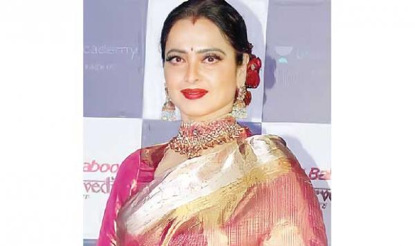 Rekha Stunned The Host During The Tv Show