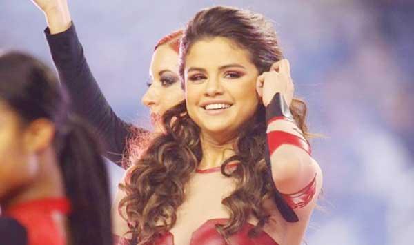 Selena Gomez At The Football Field