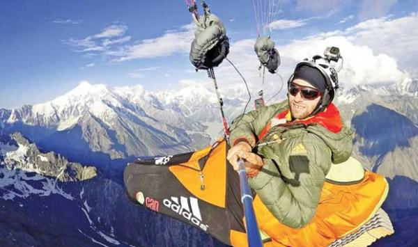 European Paragliders Set A New Record At 8407 Meters In Skardu