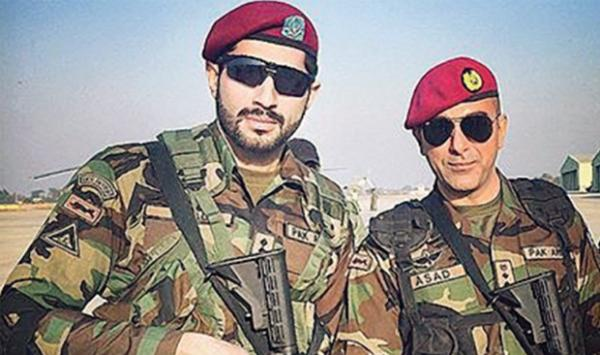 Picture Of Pakistani Artists In Pakistan Army Uniform And Lie Of Indian Army