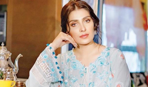 One Crore Followers Of Aiza Khan On Instagram